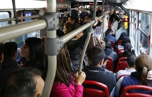 ¿Es normal o no el manoseo en TransMilenio?