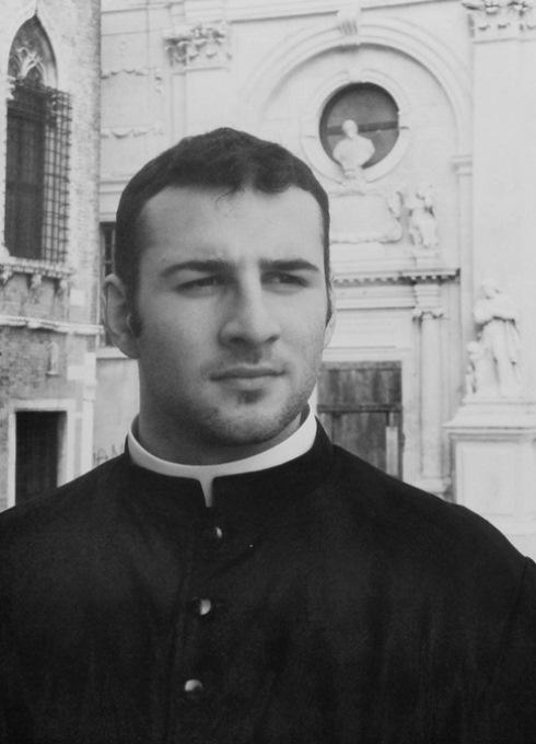 Calendario Curas Vaticano 2019.Calendario Romano De Curas Sexys Es El Mas Vendido Candela