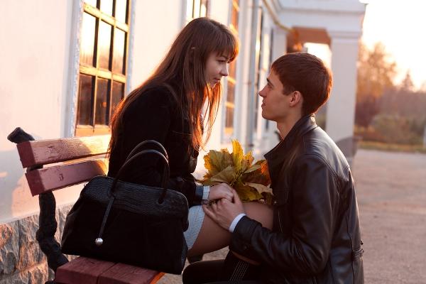 Que un hombre declare sus sentimientos antes que la mujer