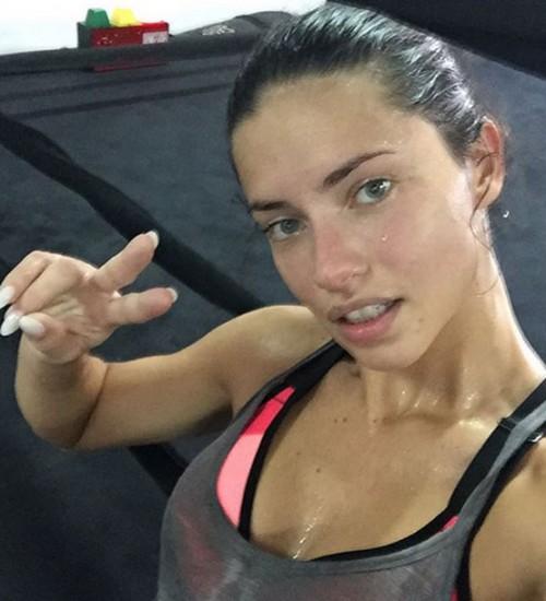 Adriana Lima sin maquillaje y al natural