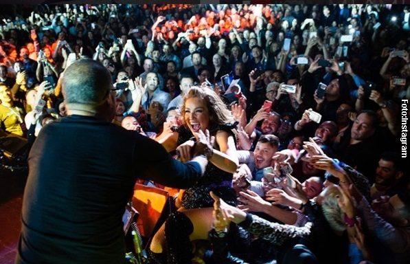 Thalía quedó semidesnuda en concierto