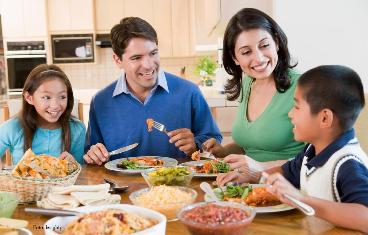 Conoce todo los beneficios de comer acompañado