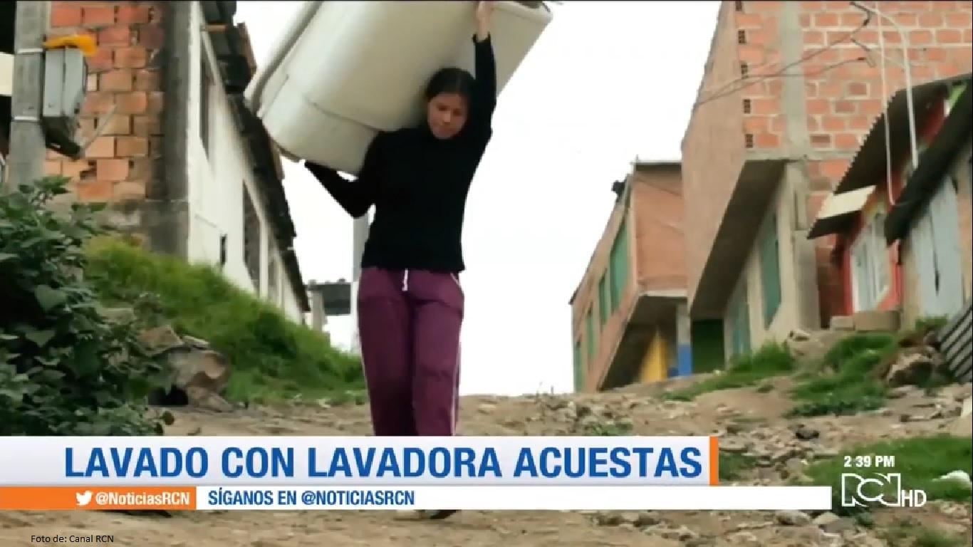 Jessica Hernández prestando el servicio de lavadoras a domicilio