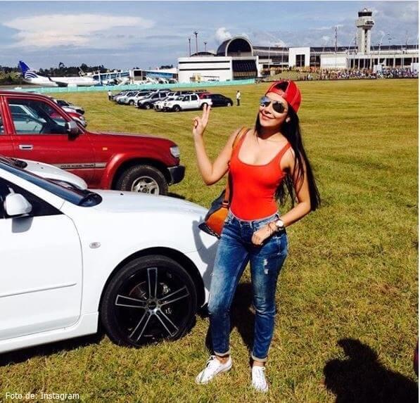 Hermana de Paola Jara en Top rojo
