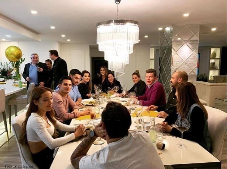 Foto de Luisa Fernanda W y Pipe Bueno conlas presentadoras de Día a Día
