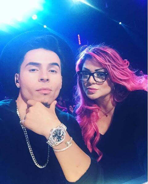 Marbelle con el cabello rosado en el 2015