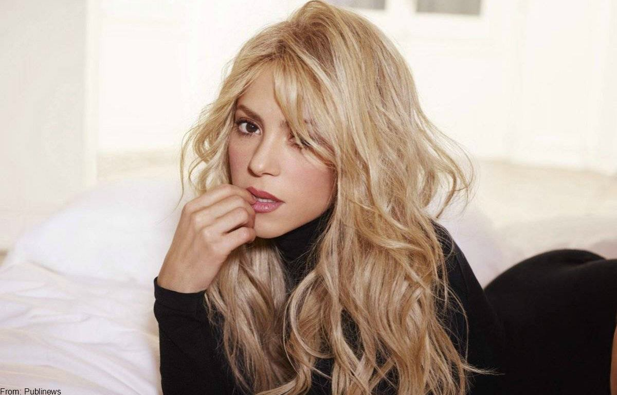 Shakira baila en vestido de baño... ¿para desmentir embarazo?