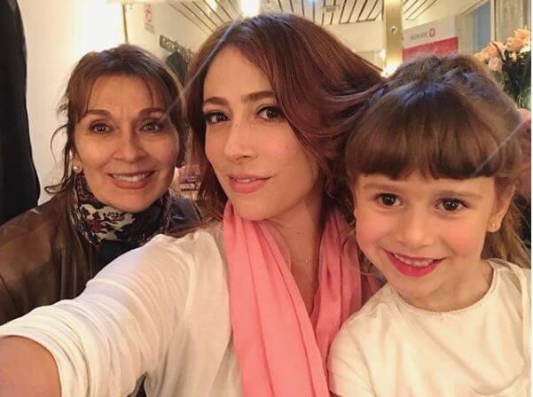 Verónica Orozco con su mamá y su hijo