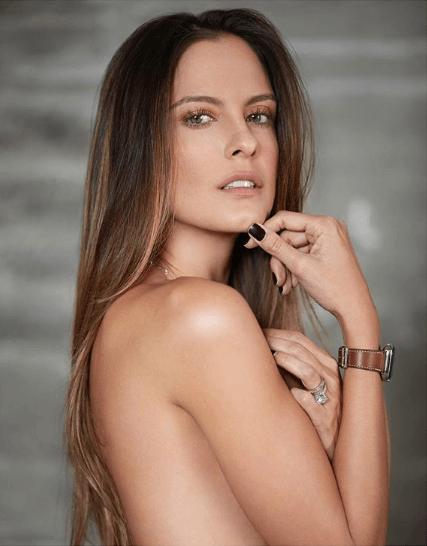 foto de Laura Acuña desnuda