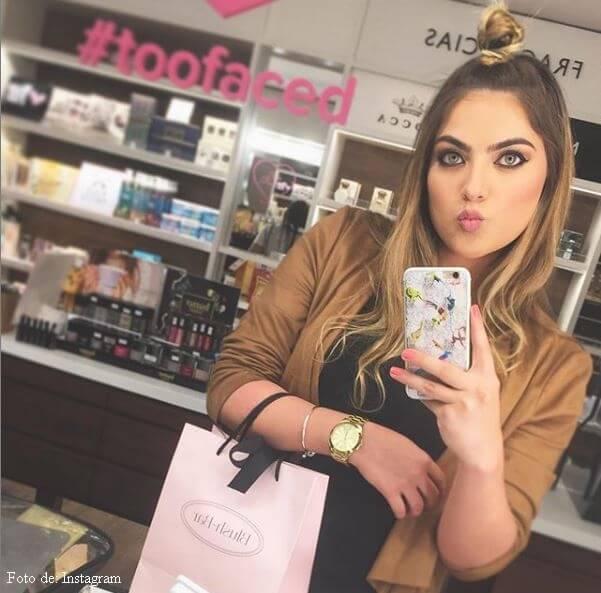 Laura Bueno en una tienda