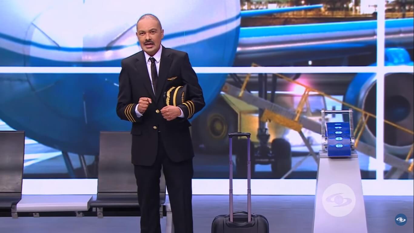 Santiago Rodríguez presentando La vuelta al mundo en 80 risas