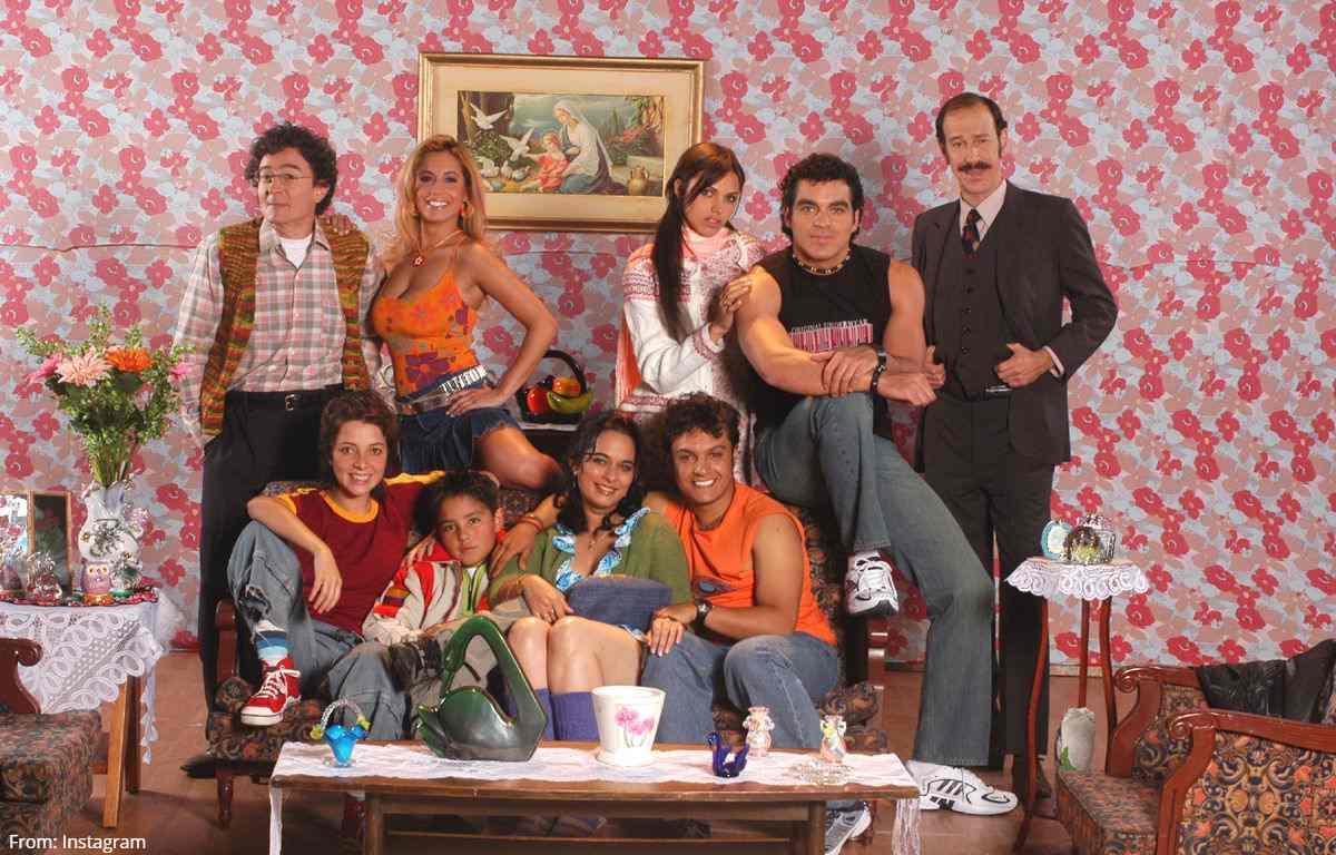 Actriz de 'Los Reyes' reaparece modelando diminuto hilo