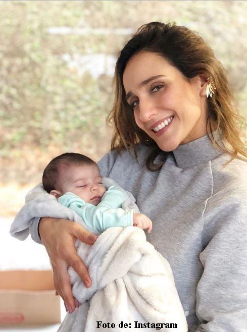 Foto de Cecilia Navia con la sobrina de Santiago Alarcón