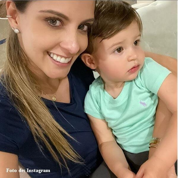 Laura Acuña con su hijo Nicolás