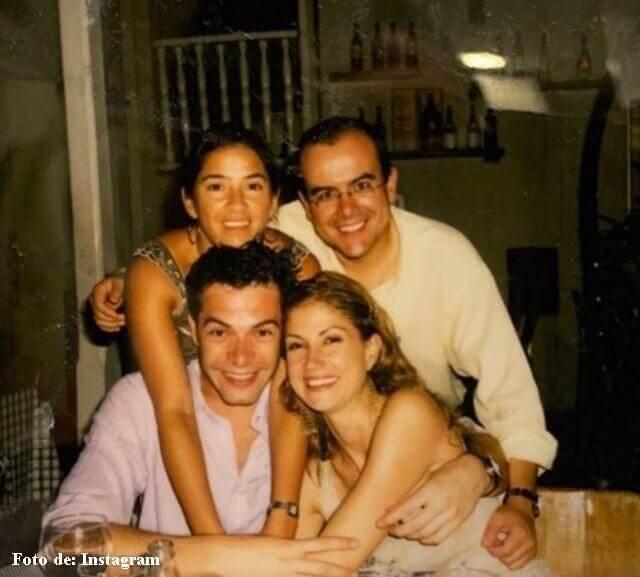 Los presentadores con Ricardo Urrego y su esposa