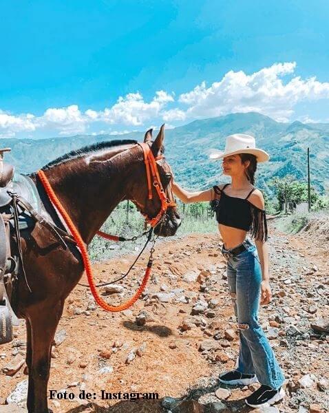 La actriz con un caballo