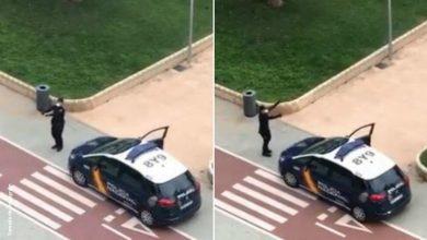 Policía de España baila en las calles para animar a aislados