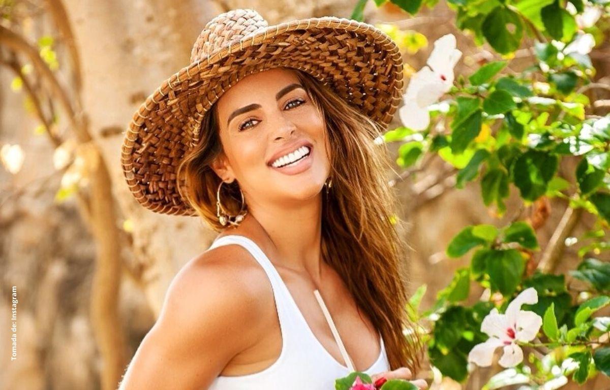 Sara Corrales es criticada por fotografía en la playa