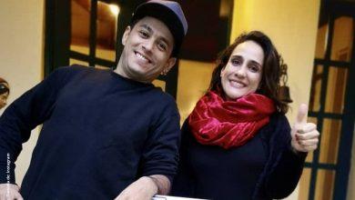 Chichila Navia y Santiago Alarcón lucen sus abdominales