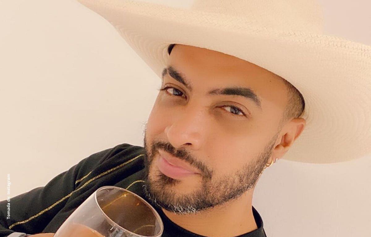Jhon Alex Castaño se quita el sombrero frente a empleadas domésticas