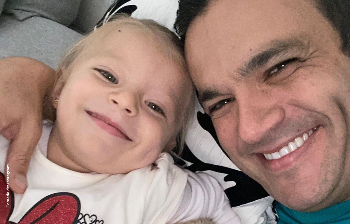 Juan Diego Alvira se roba las miradas al hacer ejercicio con su hija