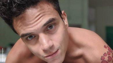 Silvestre Dangond posó desnudo junto a una guitarra