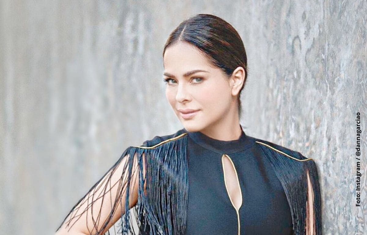Danna García lució seductor traje de baño cerca de la playa