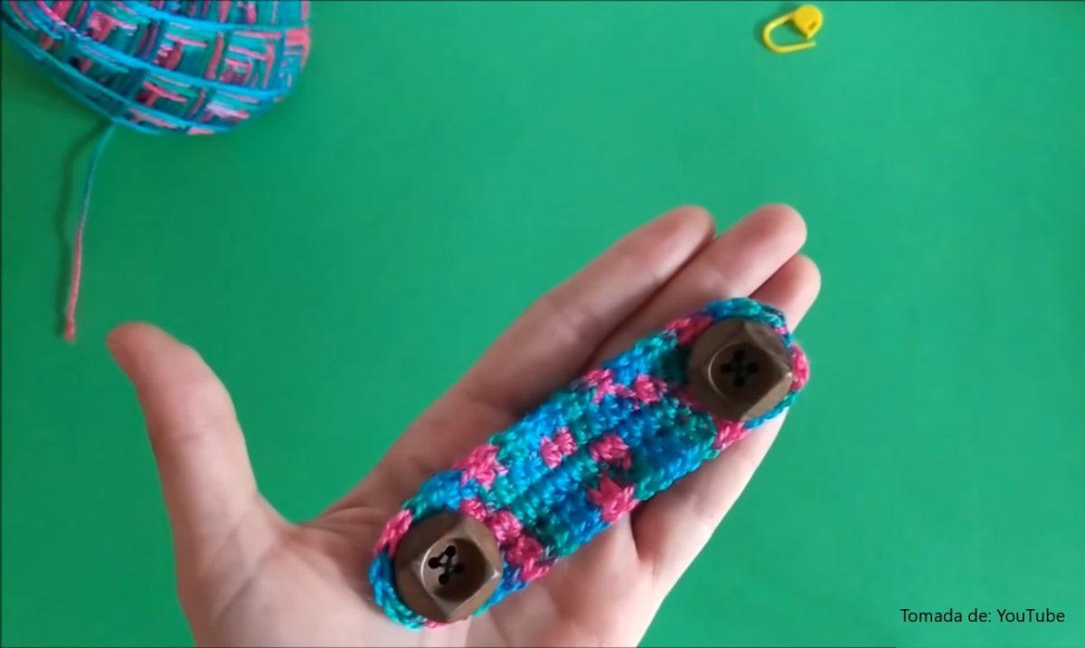 tejido con botones