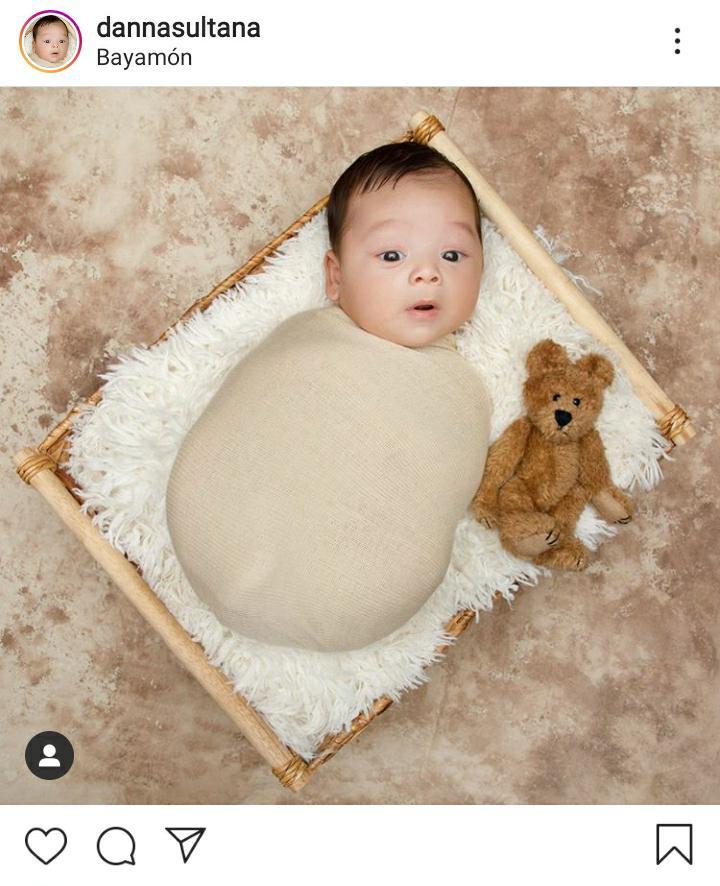 bebé en una cama pequeña