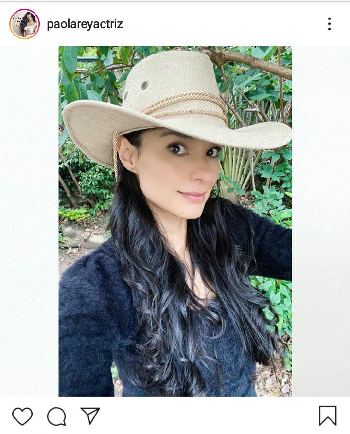 mujer con sombrero de vaquero