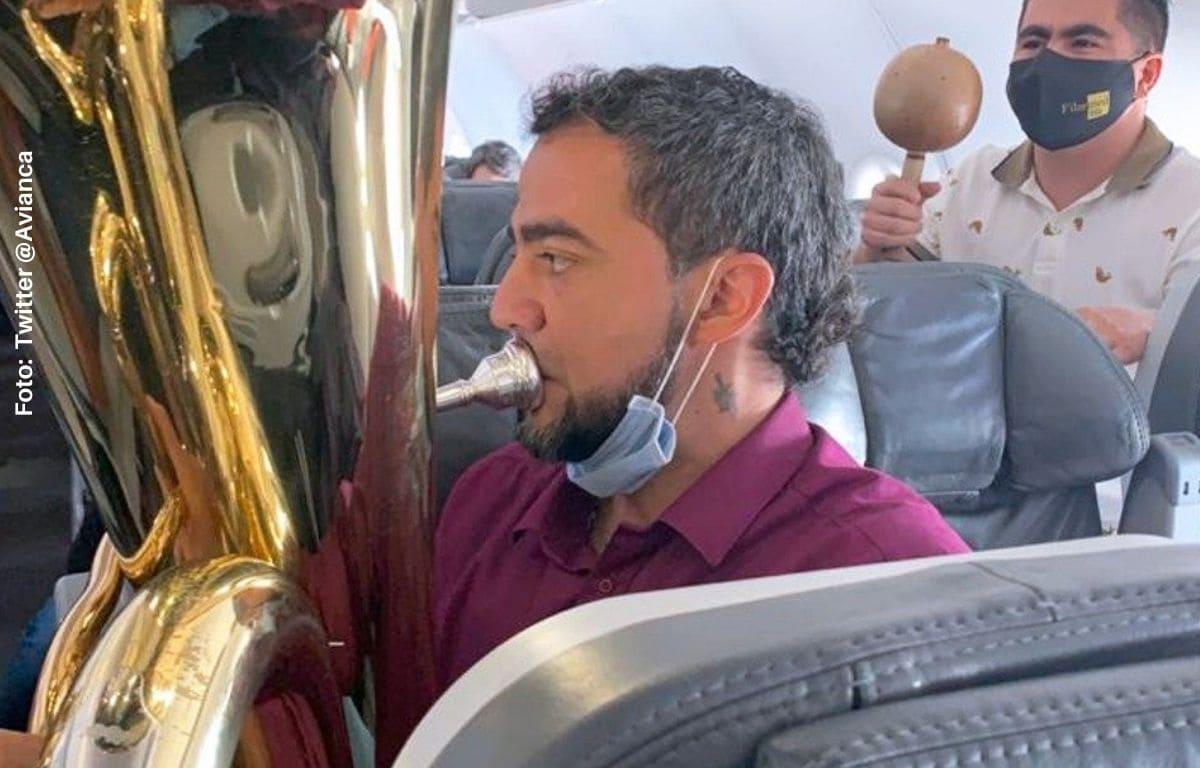 Aerolínea recibe fuertes críticas por concierto en pleno vuelo