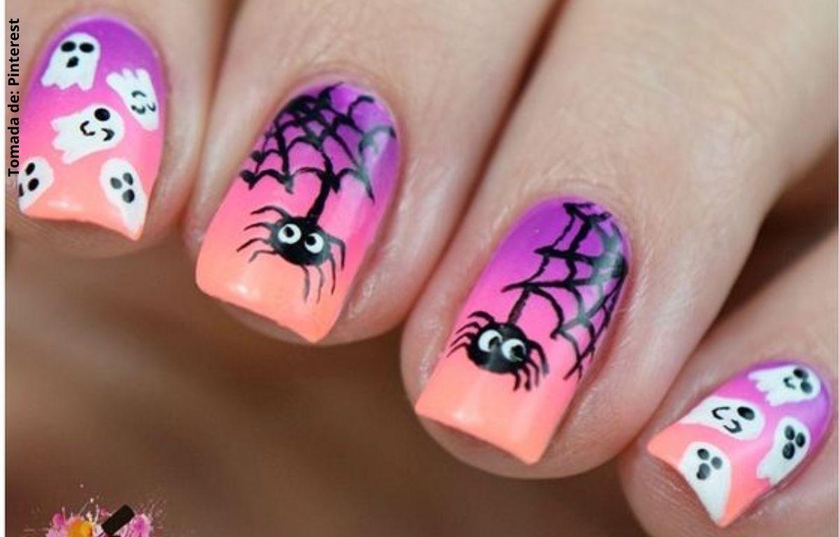 uñas decoradas con arañas y fantasmas