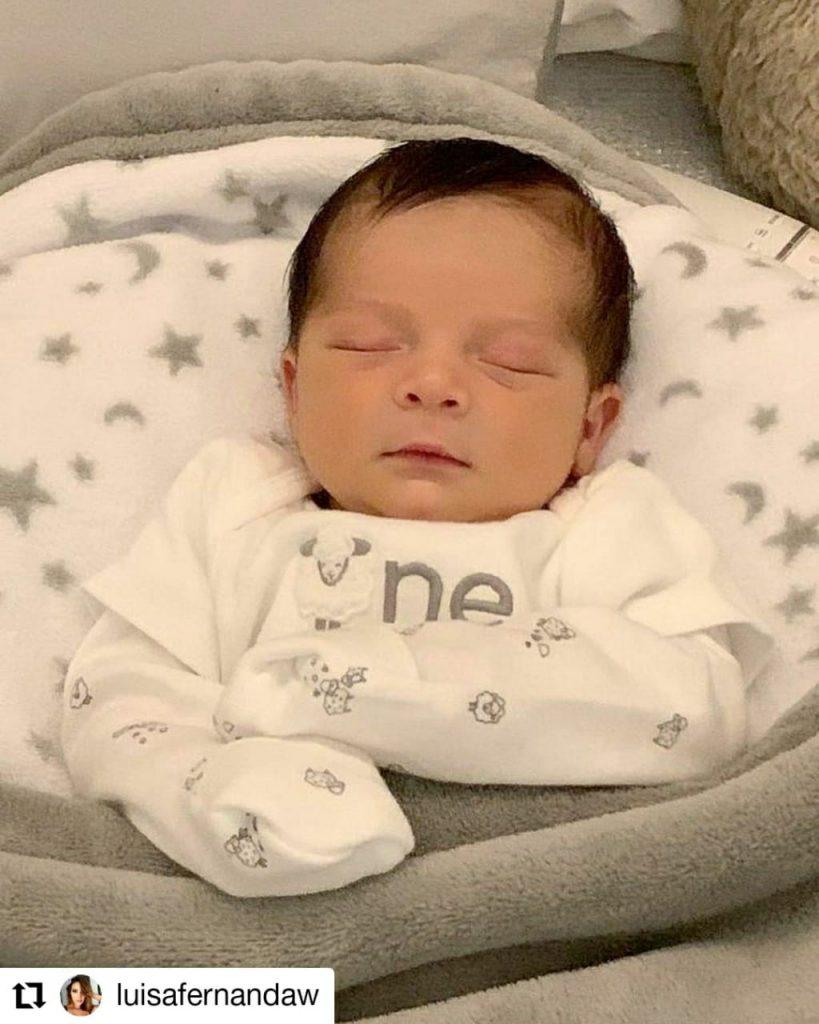 foto de un bebé durmiendo