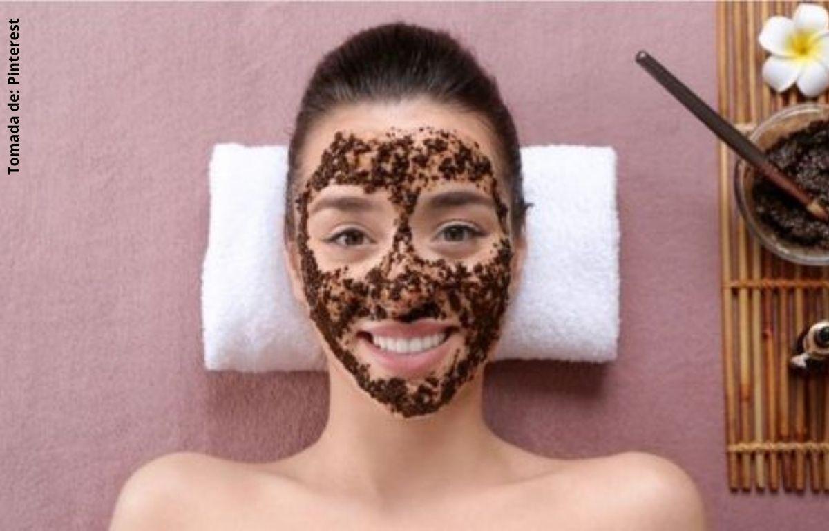 foto de mujer con mascarilla en el rostro