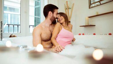 5 beneficios de bañarse con la pareja