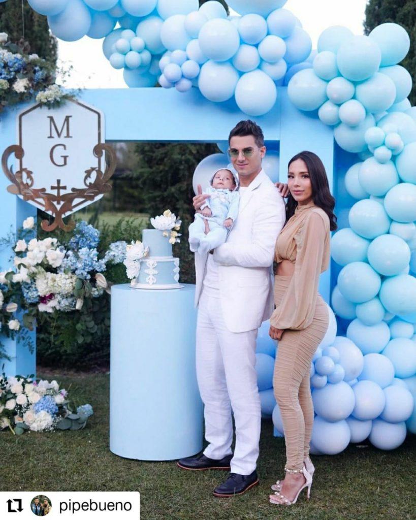 foto de un hombre, una mujer y un bebé