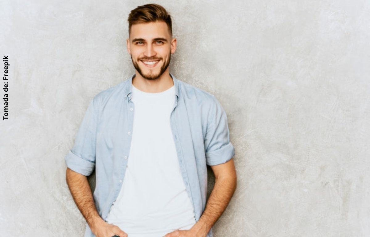 foto de un hombre sonriendo