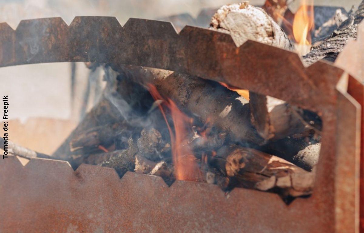foto de leña quemándose
