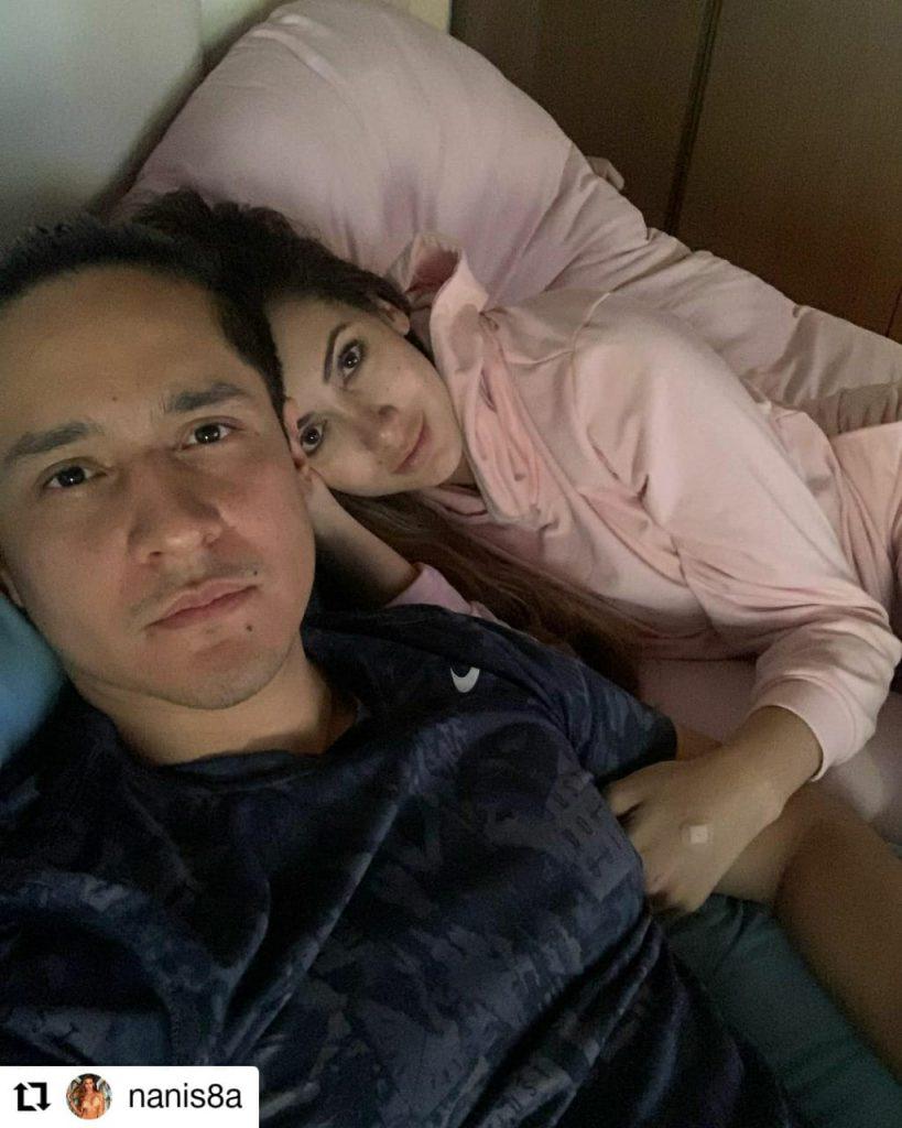 foto de una mujer y un hombre acostados