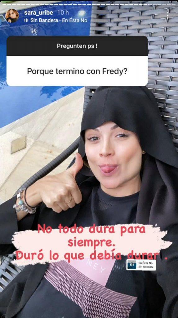 foto de una mujer mostrando la lengua