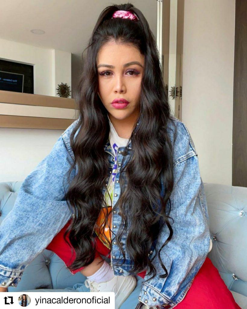 foto de mujer con el cabello negro y largo