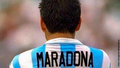 Joven vio a Maradona en la pierna de su novia y publicó foto