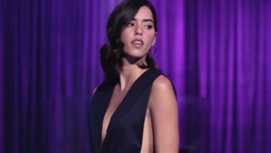"Paulina Vega presume ""kilométricas"" piernas detrás de cámaras"