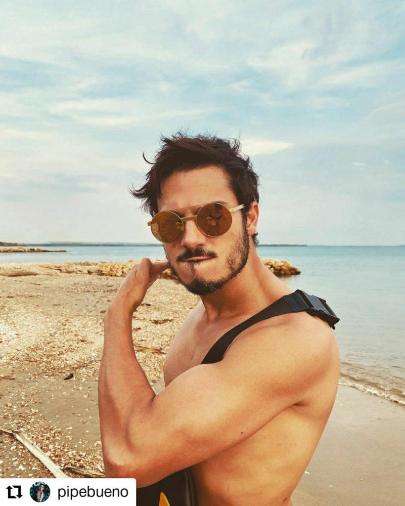 foto de hombre sin camisa