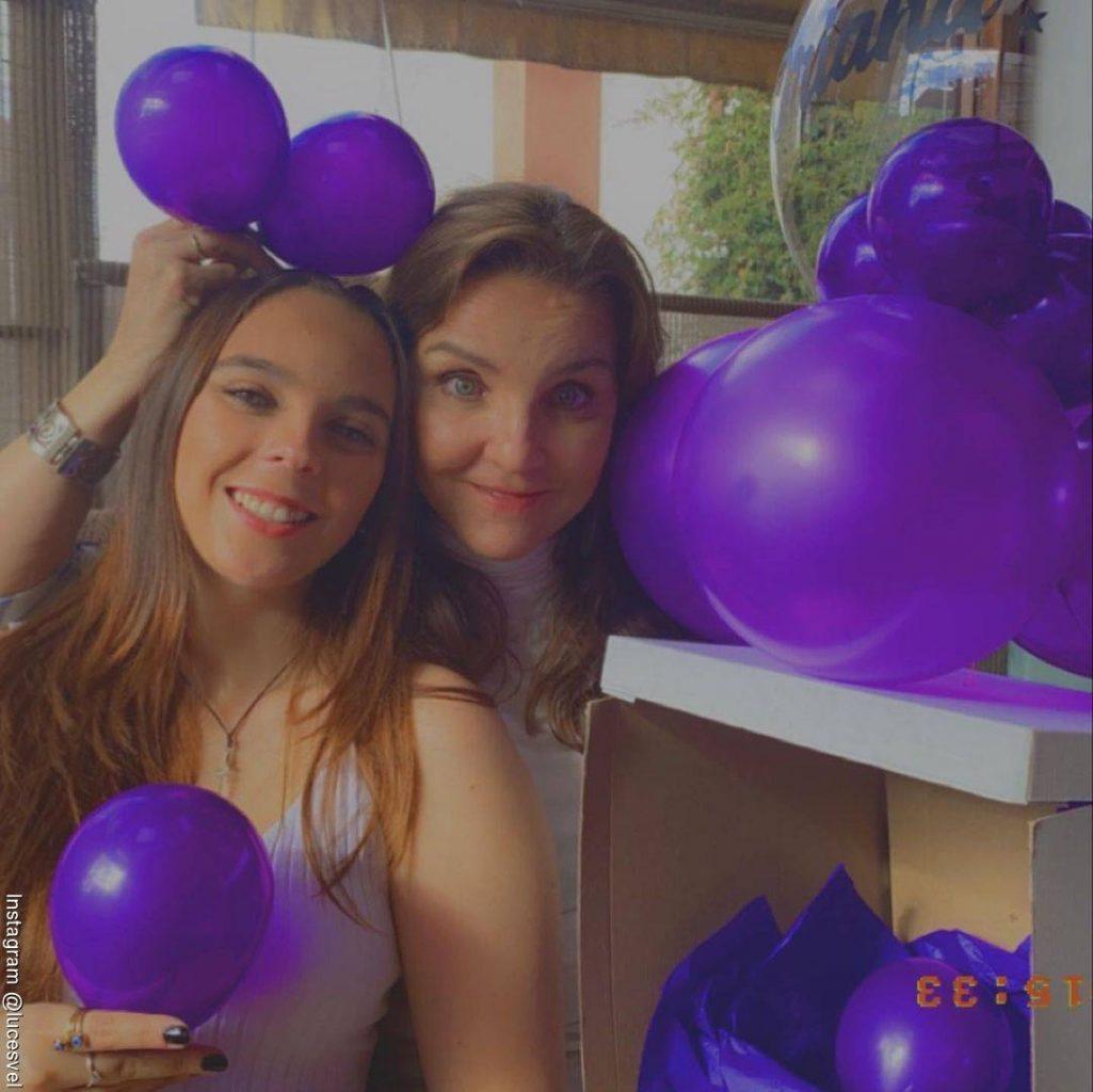 Foto de Luces Velásquez en la celebración de cumpleaños con su hija