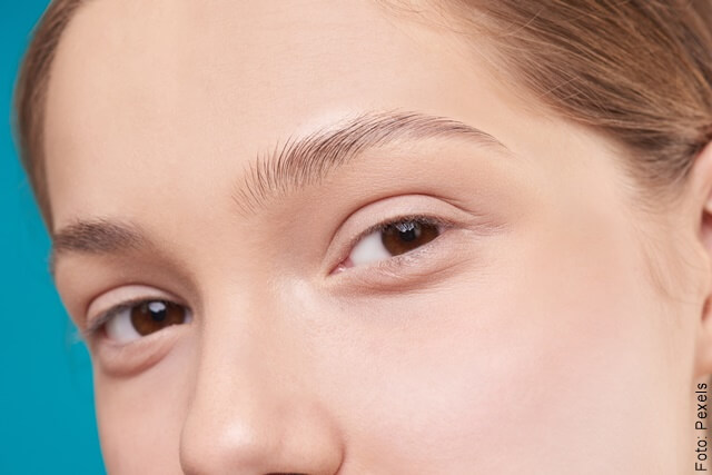 foto de mujer joven sin ojeras