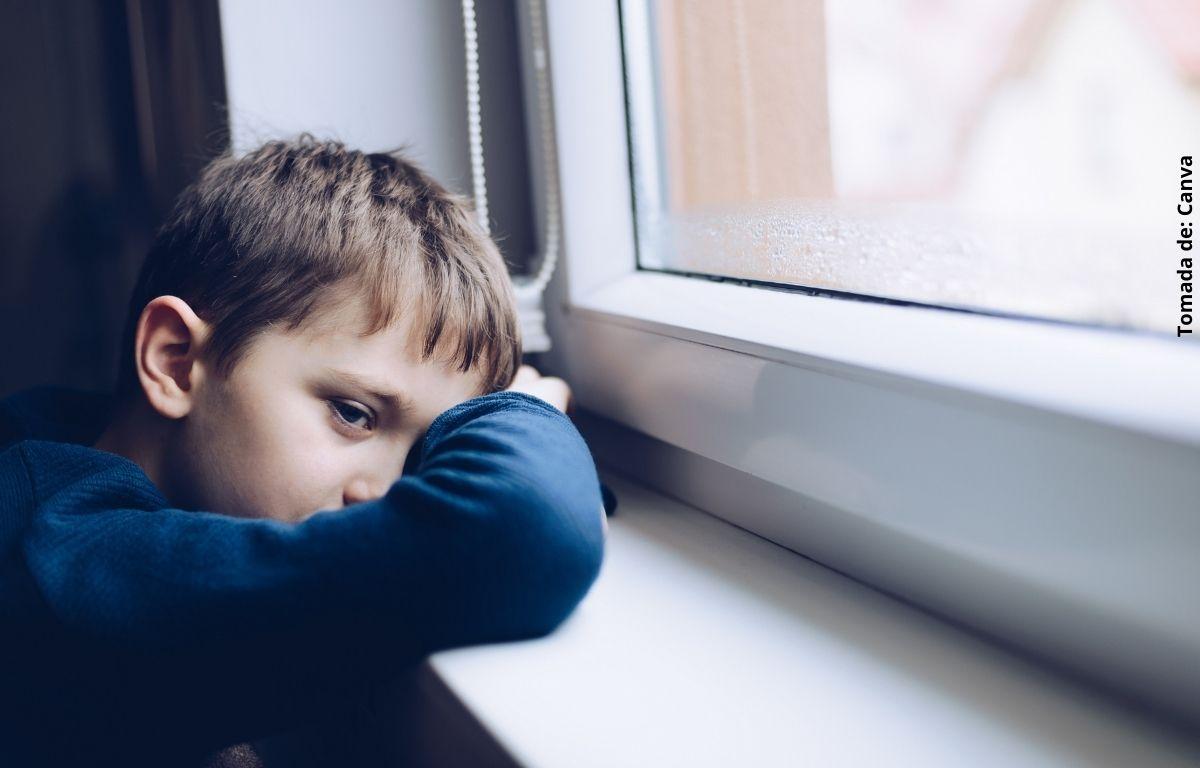 foto de niño triste