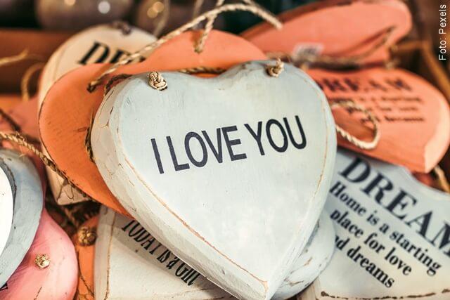 imagen de corazones con mensaje de te amo