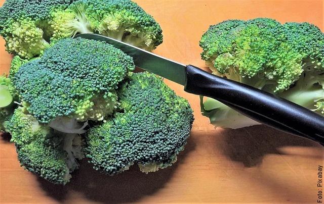 foto de brócoli cortado