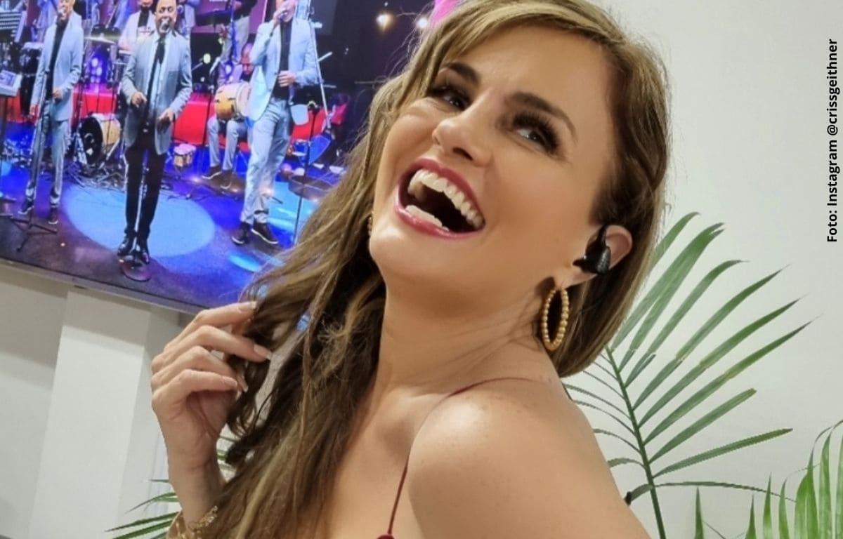 Aura Cristina responde a críticas por ardientes contenidos en redes
